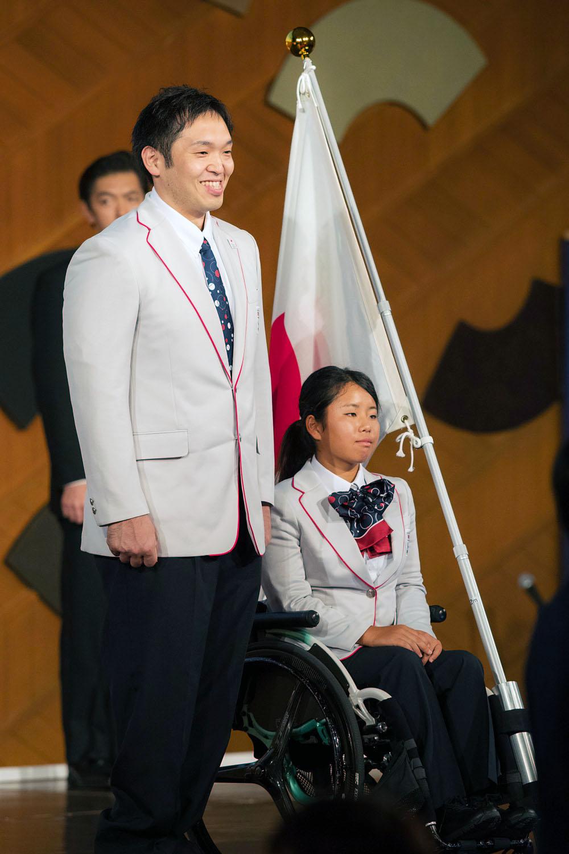 主将をつとめる藤本怜央(左)と開会式で旗手を務める上地結衣(撮影:越智貴雄)
