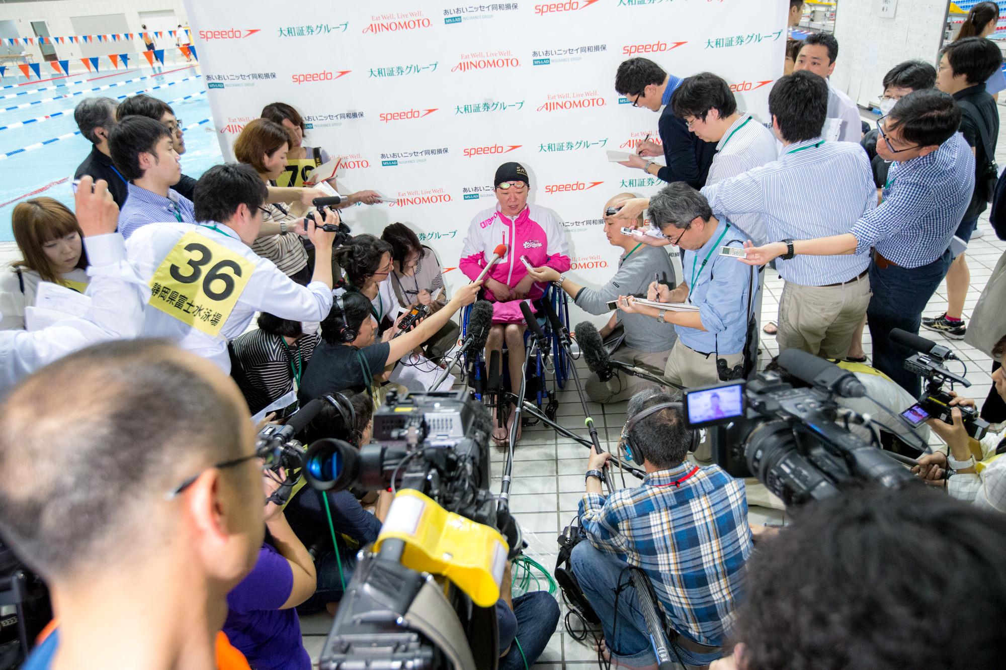 どこの大会でも成田に多くの報道陣がつめかける(撮影:越智貴雄)