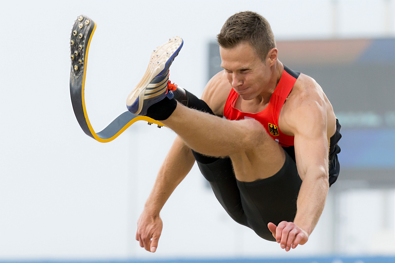 走り幅跳び男子T44クラス(片ひざ下切断など)の世界記録(8メートル40)を持つレーム=2015パラ陸上世界選手権(撮影:越智貴雄)