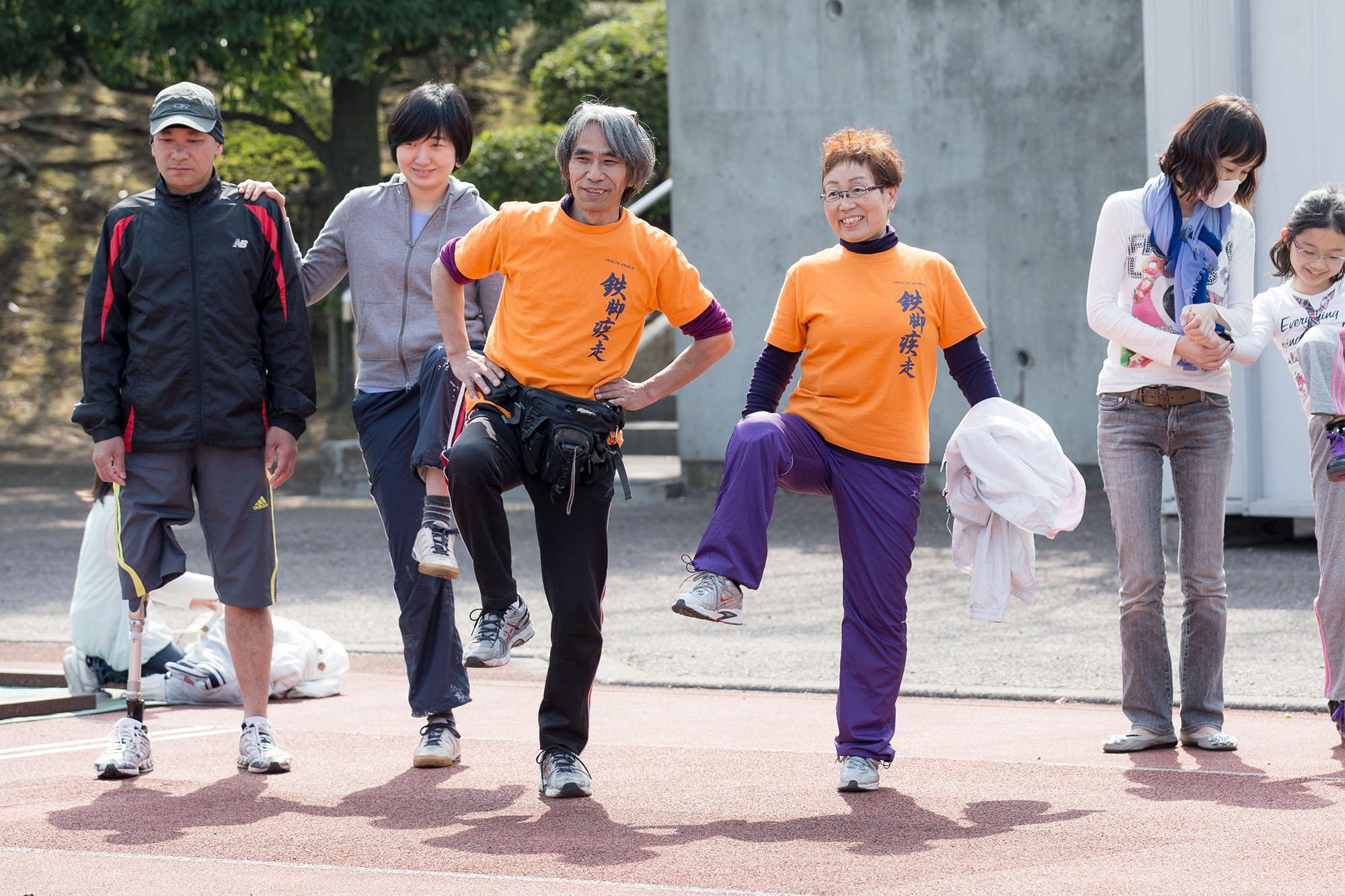 臼井さん(中央左)が主宰するヘルスエンジェルスは月1回程度行われていて、60-70人が参加する(撮影:越智貴雄)