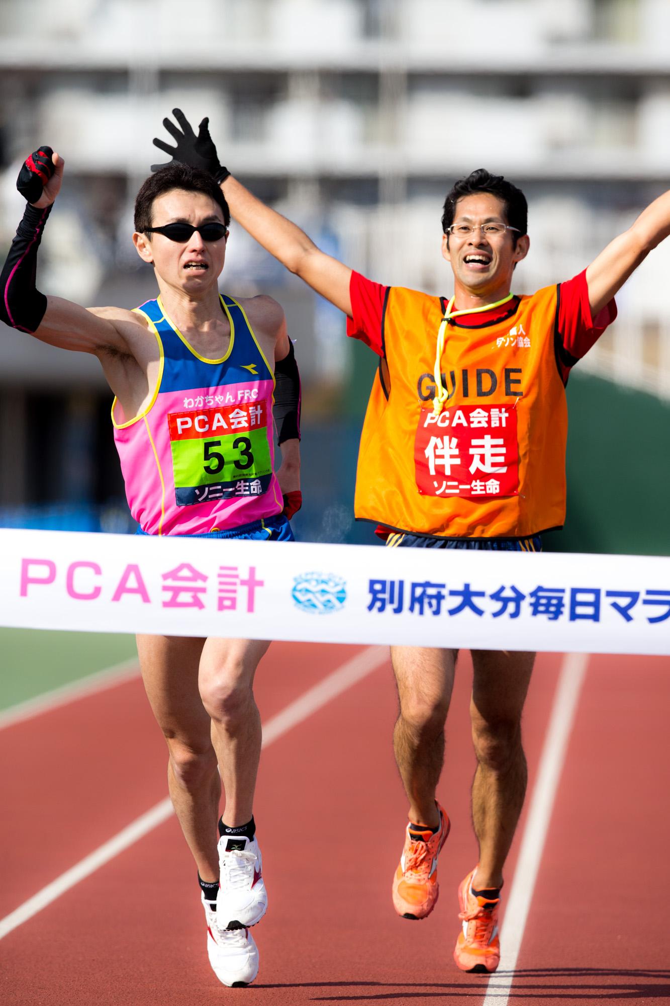 リオパラリンピックでマラソンと5000mに出場する和田(左)と伴走者の中田さん(撮影:越智貴雄)