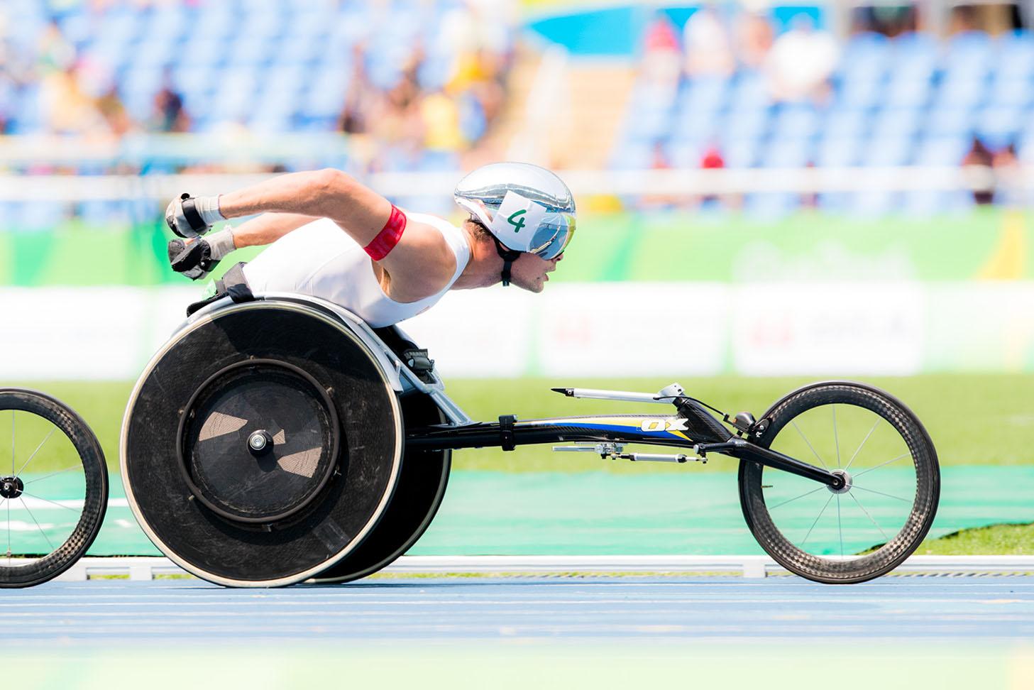 特徴あるヘルメットから「銀の弾丸」のニックネームを持つスイスのマルセル・フグ。リオデジャネイロパラリンピックではマラソンと800mで金メダルを獲得した(撮影:越智貴雄)