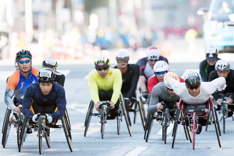 序盤から積極的に先頭に出てレースを牽引した西田(右)(撮影:越智貴雄)