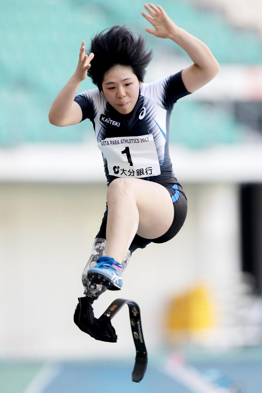 前川、6本目の跳躍でアジア新記録となる3m97cmの大ジャンプ(撮影:越智貴雄)